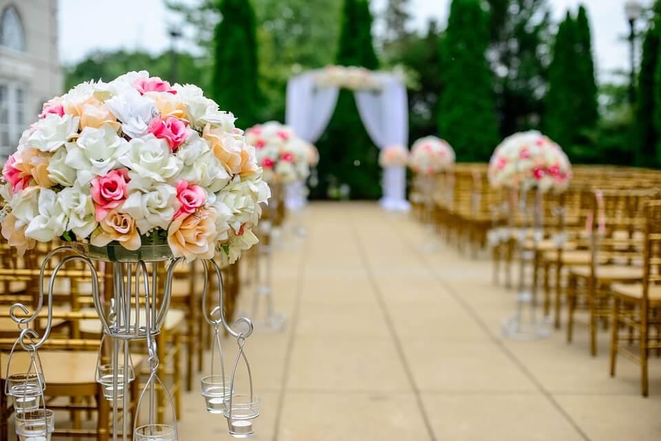 Esküvő szabadban