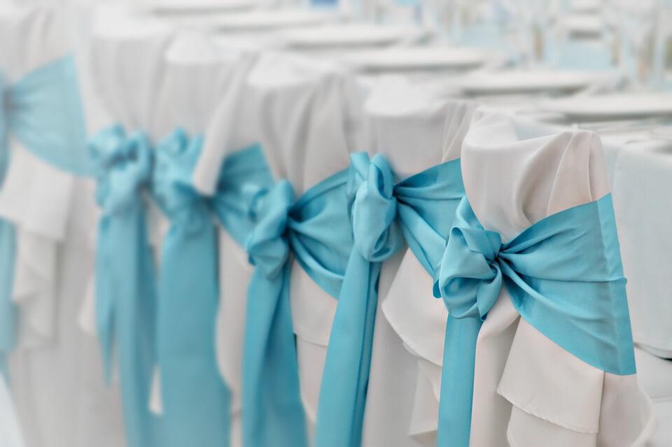 Esküvői illemkódex, a helyek száma sajnos véges, és már a közeli rokonok, ismerősök betelítették.