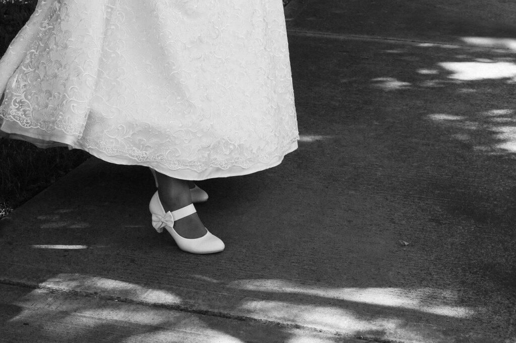 Tökéletes menyasszonyi cipő: megfelelő elegancia és kényelem.